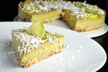 Prăjitură raw cu limetă şi avocado (fără gluten)