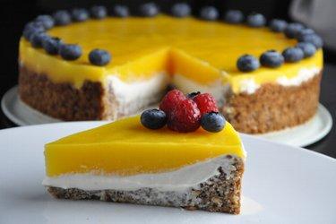 Prăjitură cu mango şi umplutură de ricotta