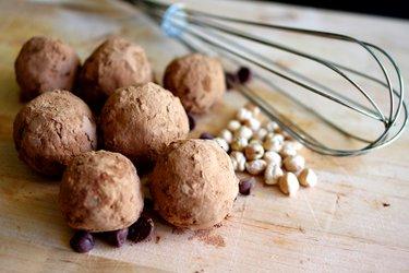 Biluţe din năut în înveliş de cacao (fără gluten)