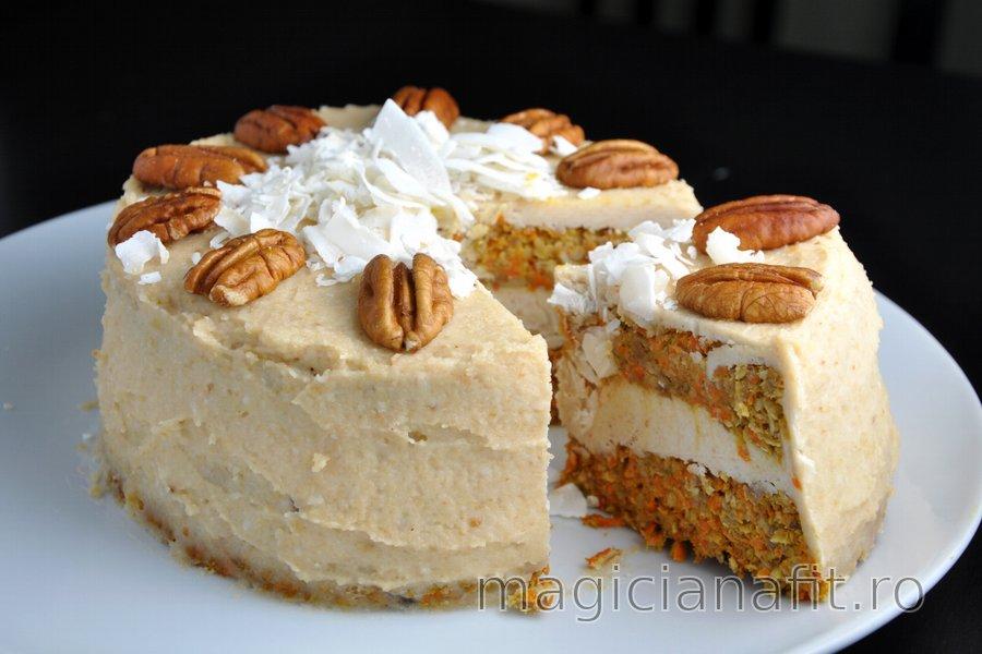 Prăjitură sănătoasă cu morcov şi cremă de cocos şi caju (fără zahăr şi făină)