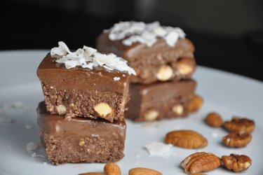 Pătrăţele cu cacao care nu necesită coacere (fără gluten)