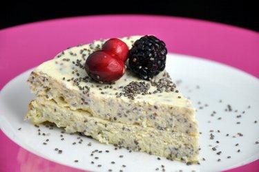 Prăjitură cu brânză de vaci şi seminţe de mac sau chia (fără gluten)