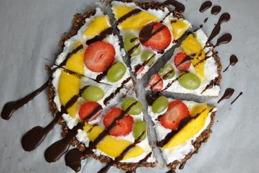 Pizza sănătoasă cu ovăz şi fructe