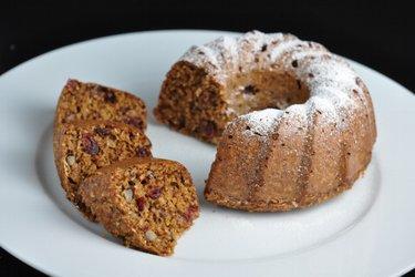 Prăjitură bundt sănătoasă cu ovăz
