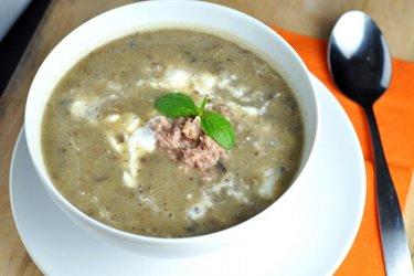 Supă simplă cu ciuperci, cartofi și ton