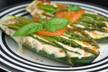 Zucchini la cuptor umplut cu ton și ușor de preparat