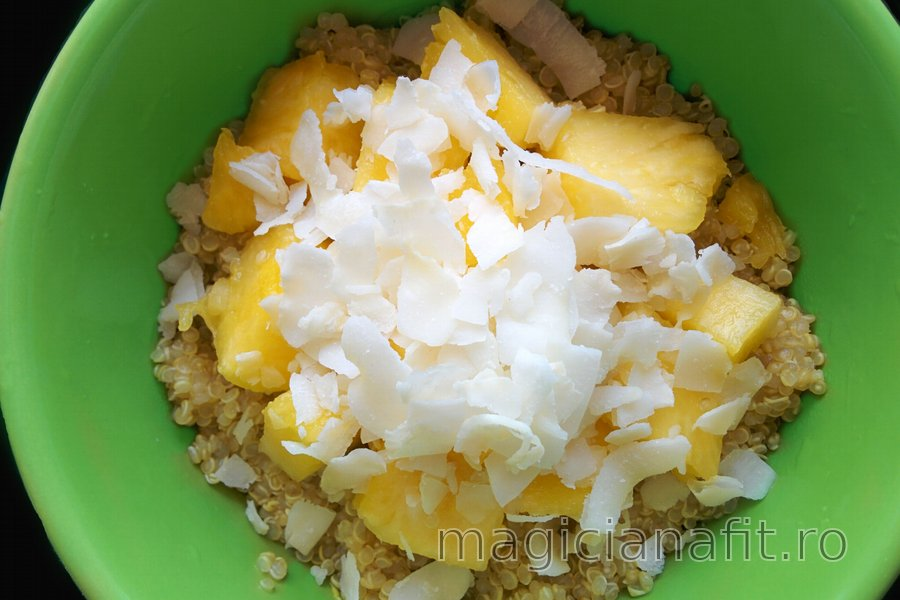 Quinoa exotică cu nucă de cocos şi ananas