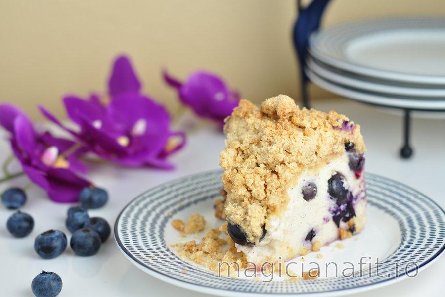 Prăjitură cu afine și iaurt cu strat sfărâmicios crocant