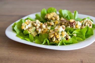 Cea mai bună și sănătoasă salată cu avocado și ou