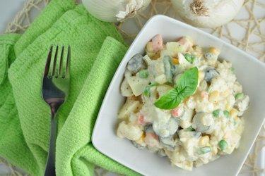 Salată ușoară cu conopidă (săracă în calorii, săracă în grăsimi)