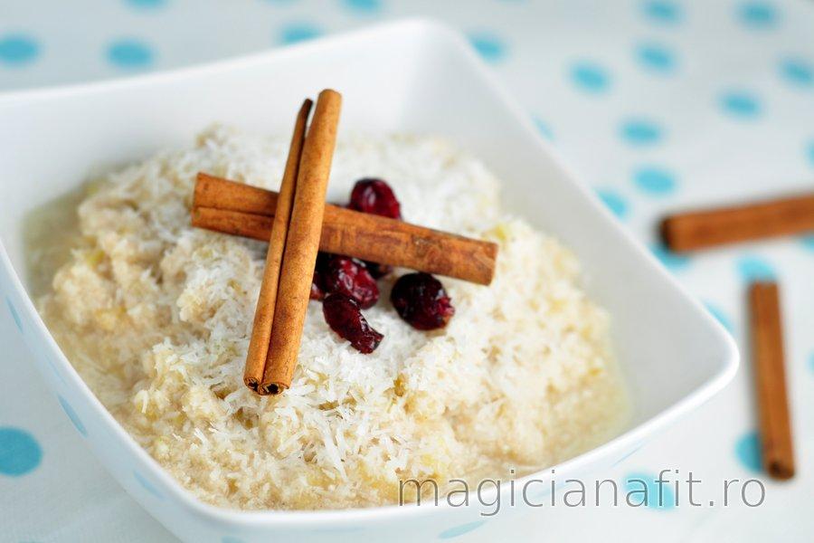 Porridge sănătos cu măr și cocos (fără zahăr sau gluten)