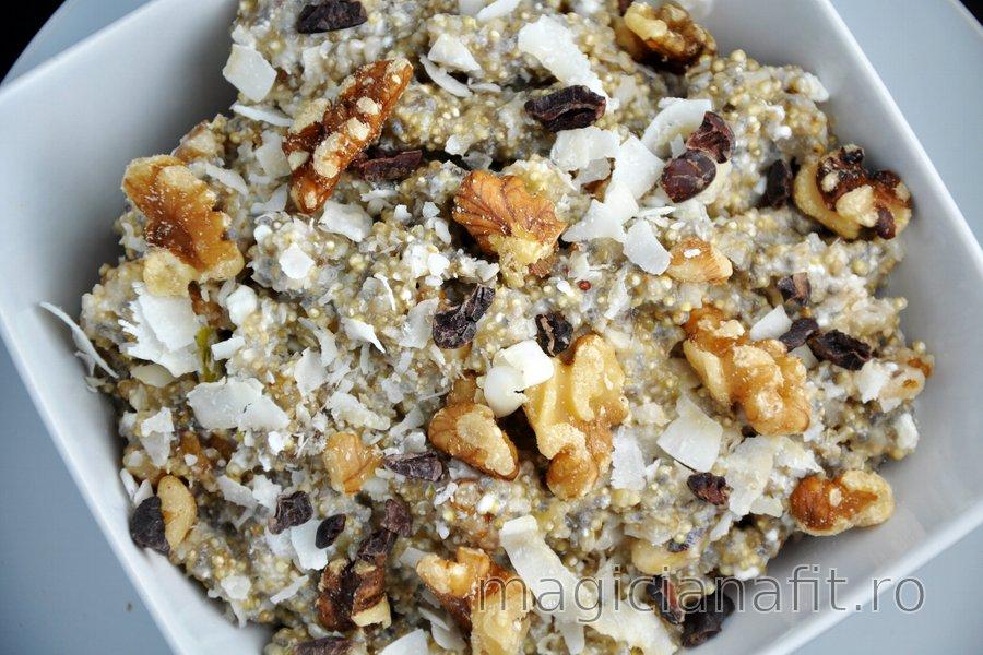 Porridge sănătos din quinoa cu brânză quark