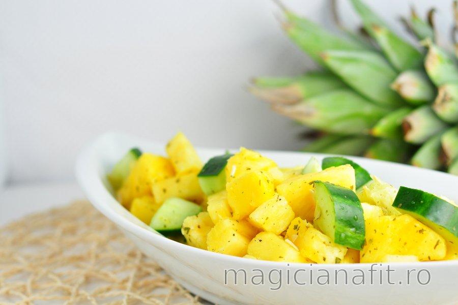 Salată răcoritoare cu ananas și castravete