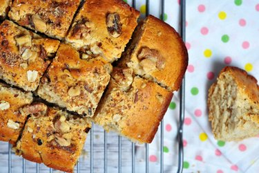 Prăjitură blondina cu spelta și nuci