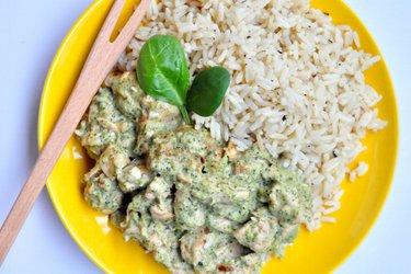 Sote de pui fitness cu sos de broccoli și brânză cu mucegai albastru