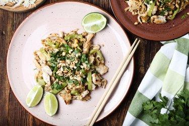 Rețetă simplă de Pad Thai cu pui