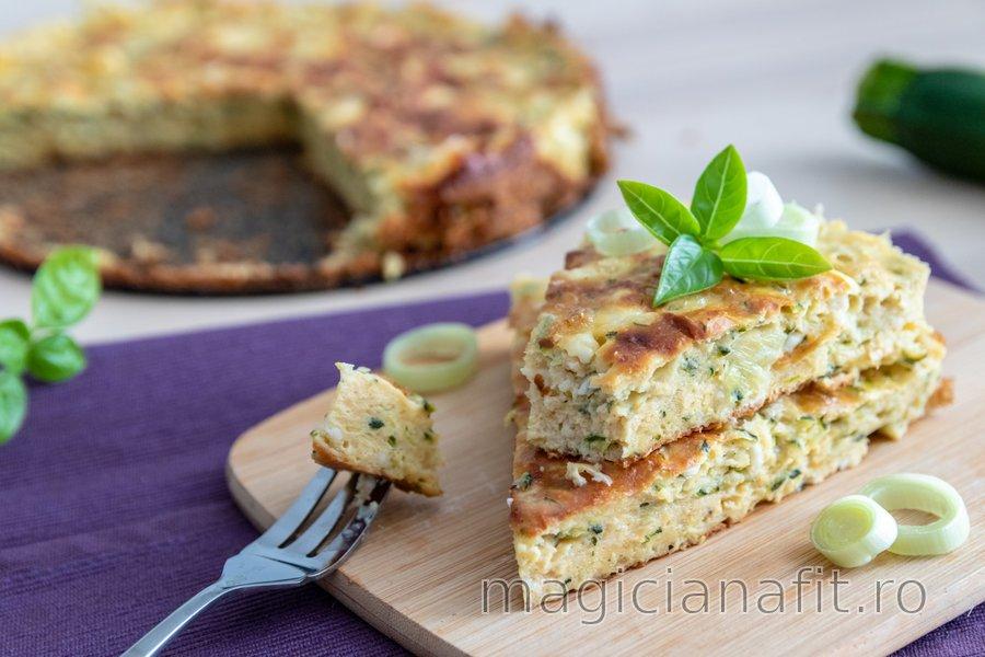 Plăcintă sărată fit cu zucchini și brânză de vaci