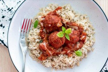 Chiftele cu carne fit în sos de tomate