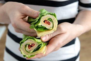 Wrap low carb cu salată verde